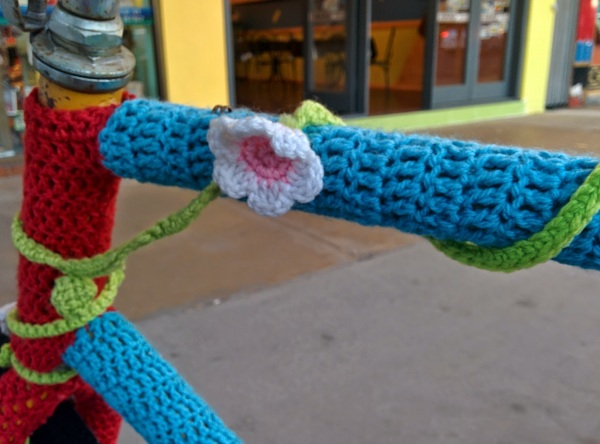 yarn bomb in cairns_20140717_175459