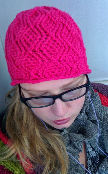pink cable crochet beanie_20140829_131002