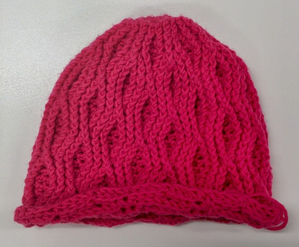pink cable crochet beanie_20140829_150910