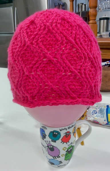 pink cable crochet beanie_20140829_151537